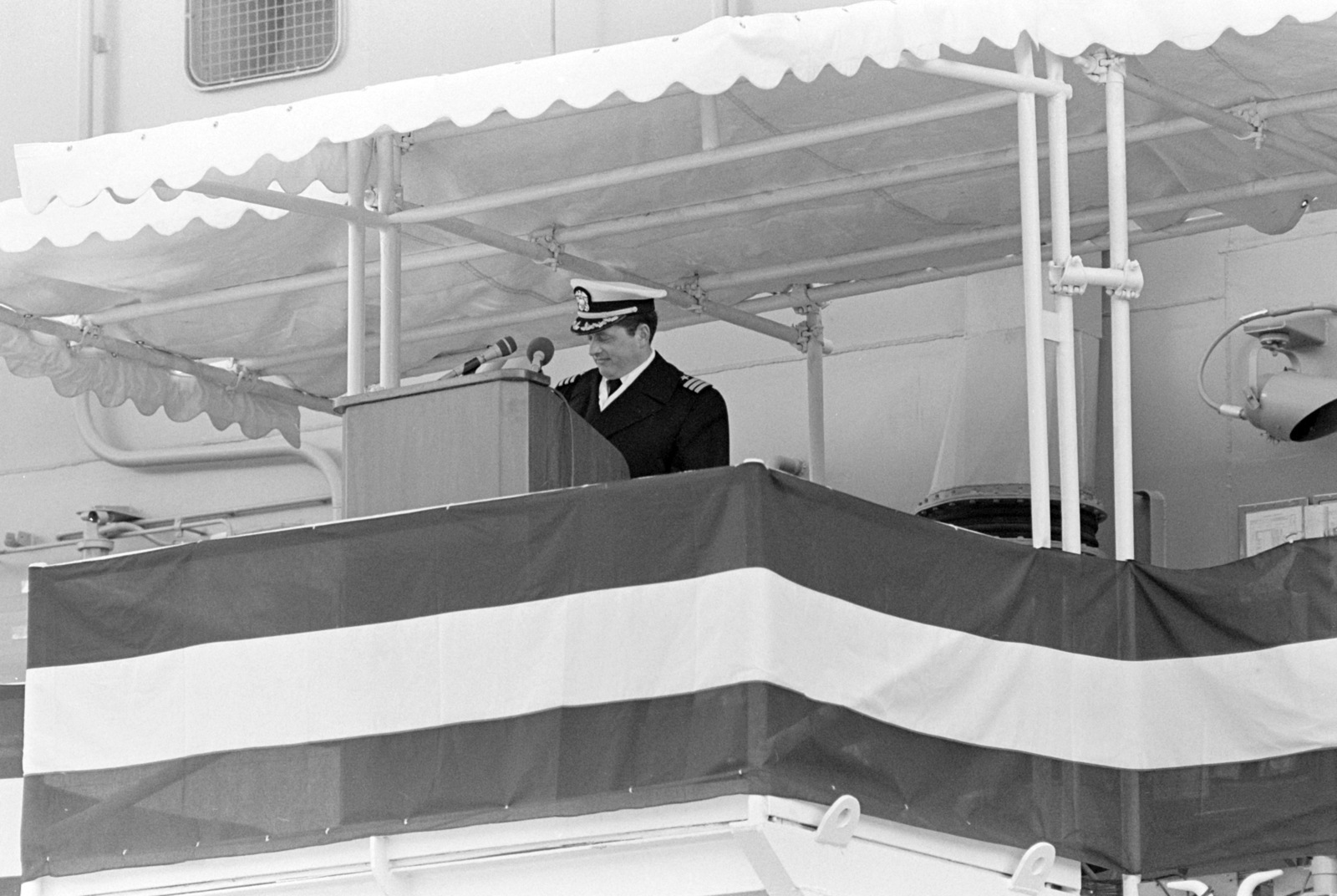 Commander (CDR) John C. Dranchak, ship's commanding officer, speaks during the commissioning of the guided missile frigate USS KAUFFMAN (FFG 59)