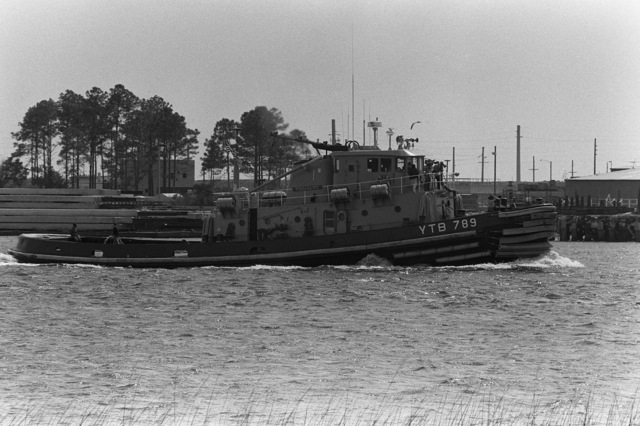 A starboard view of the large harbor tug TOMAHAWK (YTB 789) underway