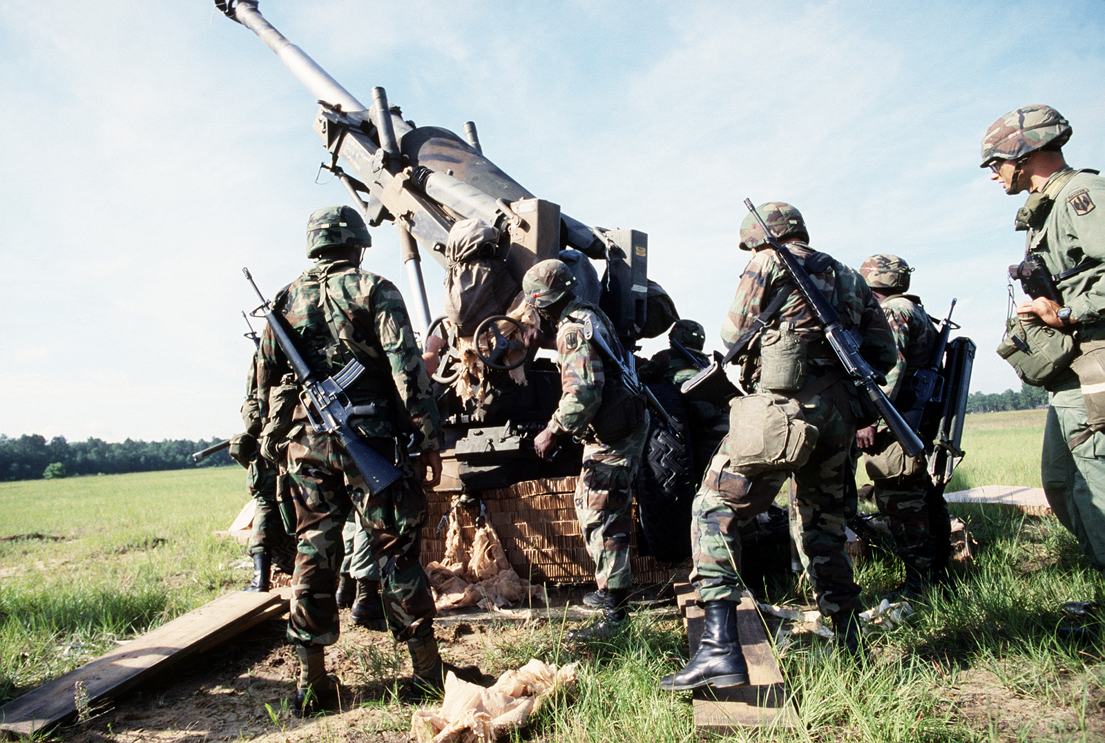Members of the 1ST Battalion, 39th Field Artillery work together to remove an M-198 155mm howitzer from its heavy drop platform in the field during an XVIII Airborne Corps emergency deployment readiness exercise