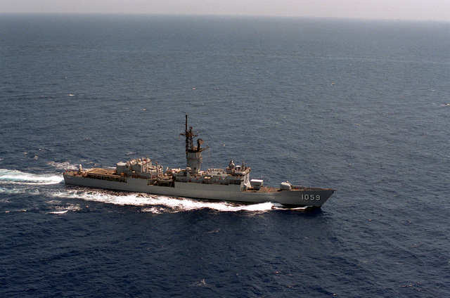 An aerial starboard bow view of the frigate USS W. S. SIMS (FF-1059) underway