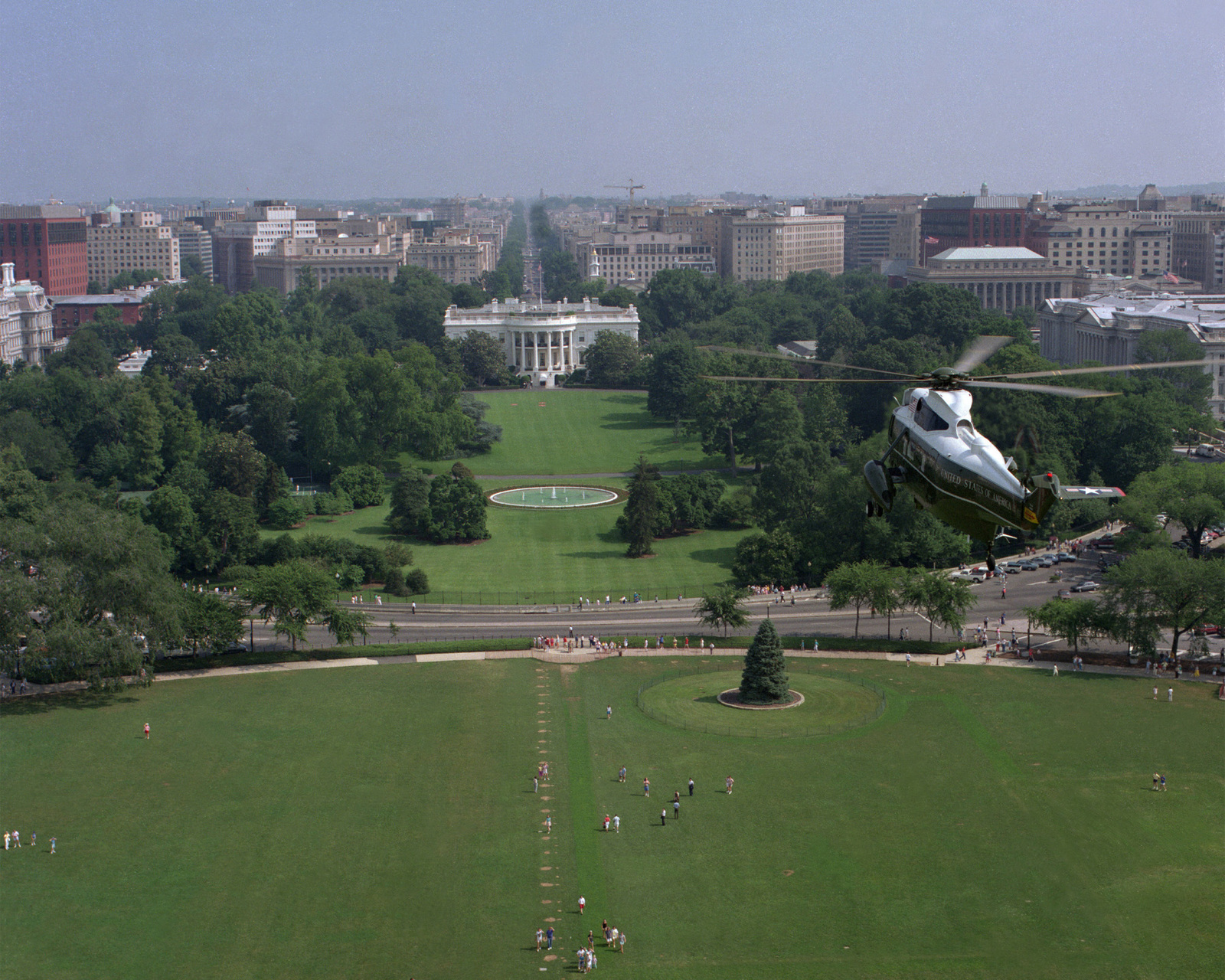 A Marine Helicopter Squadron 1 (HMX-1) VH-3D Sea King helicopter approaches the south lawn of the White House