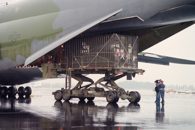 Cargo of Helicopter Mine Countermeasures Squadron 14 (HM-14) is loaded onto a C-5 Galaxy aircraft for transportation during the squadron's deployment to the Persian Gulf