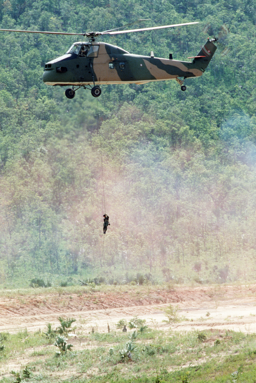 A Thai pararescuemen rappels from a hovering Sikorsky S-58T