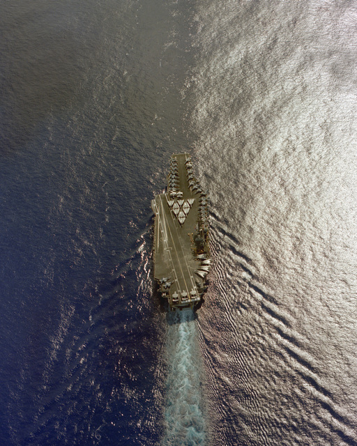 An aerial view of the aircraft carrier USS CONSTELLATION (CV-64) underway
