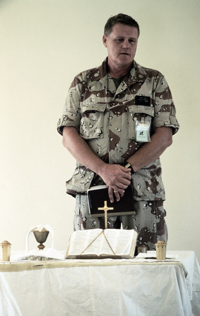 Lieutenant Colonel (LTC) James Mackey, USN, Chaplain leads Protestant religious services during the Exercise SHADOW HAWK'87, segment of BRIGHT STAR'87.  In this US Central Command/Joint Chiefs of STAFF exercise, US forces operate with the Jordanian milita