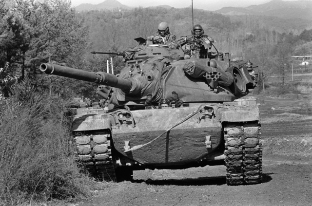 An Army M60A1 main battle tank from the 5th Battalion, 72nd Armor, provides fire support for Marines during the force-on-force exercise of Operation BEAR HUNT'88
