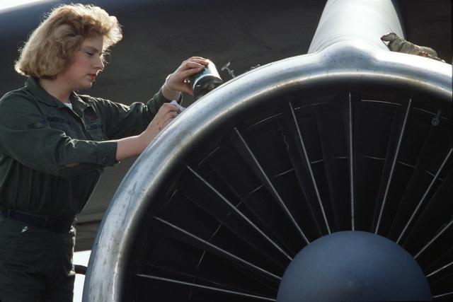 AIRMAN First Class (A1C) Debra Jane Anderson, C-141B Starlifter aircraft loadmaster, loads an aircraft engine
