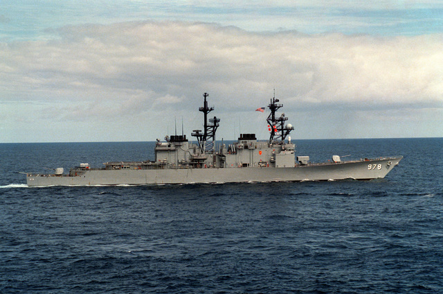 A starboard beam view of the destroyer USS STUMP (DD-978) underway