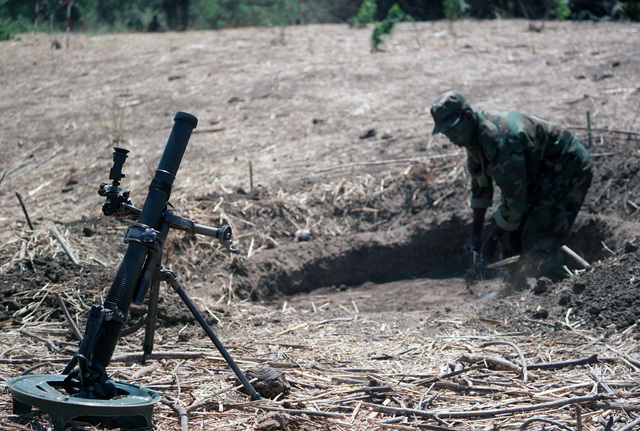 A Honduran soldier digs a gun pit for an M224 60 mm lightweight company mortar during Operation GOLDEN PHEASANT