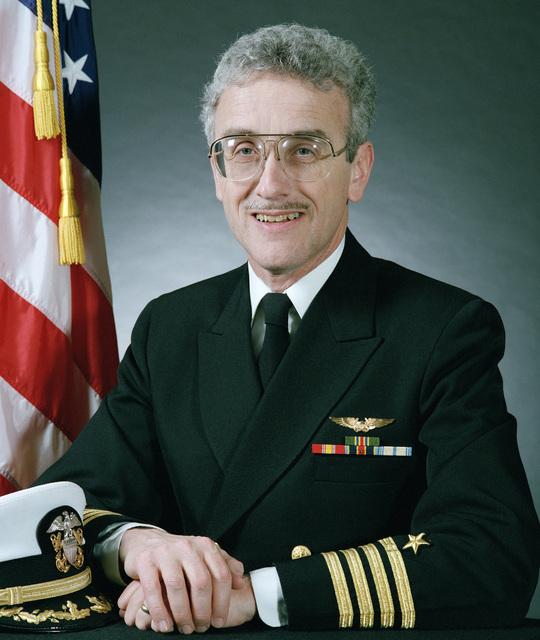 Portrait:  US Navy (USN) Captain (CAPT) Kenneth F. Putt Jr. (uncovered)