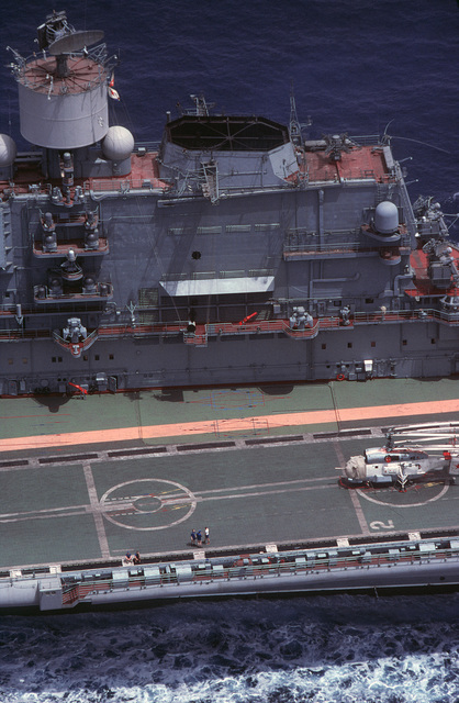 An aerial view of radar equipment on the aft portion of the island superstructure of the Soviet Kiev class VSTOL aircraft carrier BAKU (CVHG 103).  Radar installations on the Baku exhibit extensive technological changes from the other three Kiev class carriers.  A Ka-27 Helix helicopter is parked on the flight deck