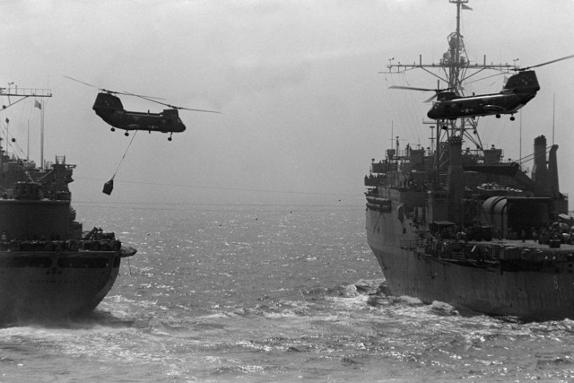 UH-46 Sea Knight helicopters transport supplies from the combat stores ship USS NIAGARA FALLS (AFS 3) to the amphibious transport dock USS DUBUQUE (LPD 8) during underway replenishment operations in the Persian Gulf