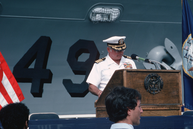 Captain (CAPT) Will C. Rogers III, commanding officer of the guided missile cruiser USS VINCENNES (CG 49), speaks during the welcome home ceremony being held for the crew of the VINCENNES.  The ship is returning from a six-month deployment to the Western Pacific, Indian Ocean and Arabian Gulf
