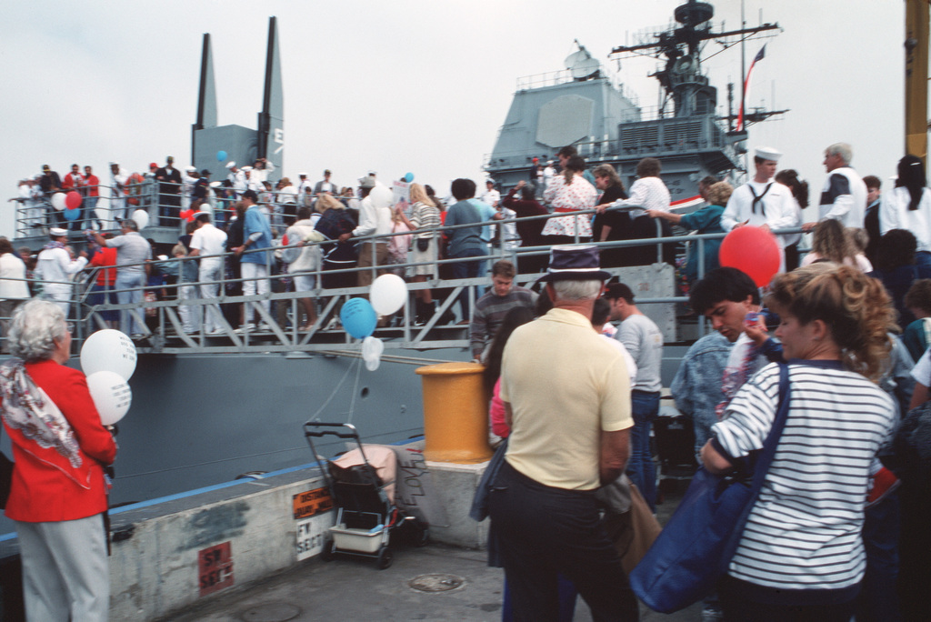 Family and friends mingle with crew members aboard the guided missile cruiser USS VINCENNES (CG 49).  The VINCENNES is returning from a six-month deployment to the Western Pacific, Indian Ocean and Arabian Gulf