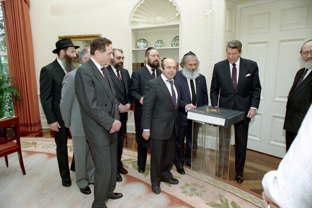 Meeting with Soviet USSR Jewish Émigrés including Natan (Anatoly) Shcharansky to receive Passover Hagaddah in Oval Office