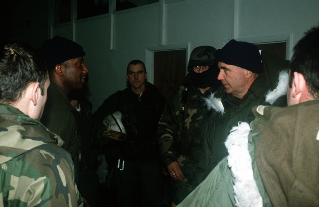 Brigadier General William Fareman, right, of Forces Command (FORSCOM), J-4, visits with soldiers of the 706th Maintenance Battalion during Exercise BRIM FROST '89
