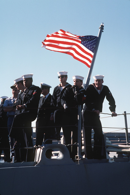 An American flag flies on the stern of the frigate USS TRUETT (FF 1095), as officer and sailors, back in home port with the aircraft carrier USS JOHN F. KENNEDY (CV 67), battle group, wait for visitors