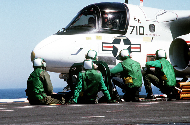 An S-3A Viking aircraft of Air Anti-submarine Squadron 41 (VS-41) is prepared for takeoff during Reserve Carrier Air Wing 30 (CVWR-30) qualifications aboard the Aircraft Carrier USS INDEPENDENCE (CV 62)