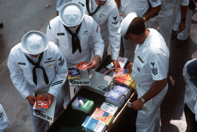 American naval personnel browse among Soviet English-language publications during the goodwill visit of the Aegis guided missile cruiser USS THOMAS S. GATES (CG 51) and the guided missile frigate USS KAUFFMAN (FFG 59).  It is the second goodwill visit to a Soviet port by American warships since World War II