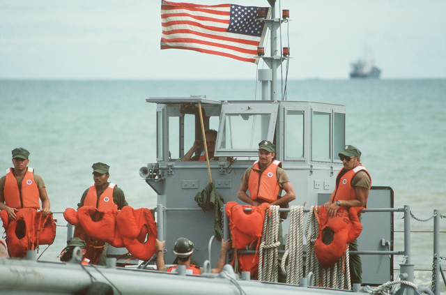 Members of a US Navy beach unit advance toward Pattaya Beach on an LCM 8 mechanized landing craft to take part in the joint Thai/US combined exercise THALAY THAI '89