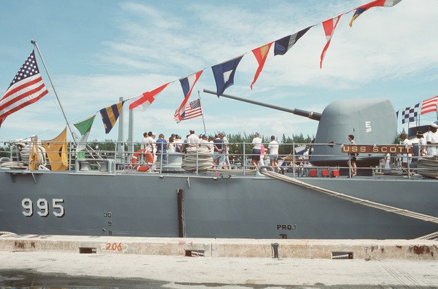 Guests tour of the guided missile destroyer USS SCOTT (DDG 995) during Navy Appreciation Week 1989, which is sponsored by the Port Everglades Authority, the Broward County community and th Navy League of the United States