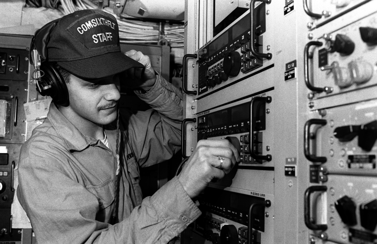 Https Media A Uh 46 Sea Knight Helicopter Of Control Panel Wiring Jobs Radioman Seaman Joseph Pensado Fine Tunes Radio Aboard The Guided Missile 70212d 1600