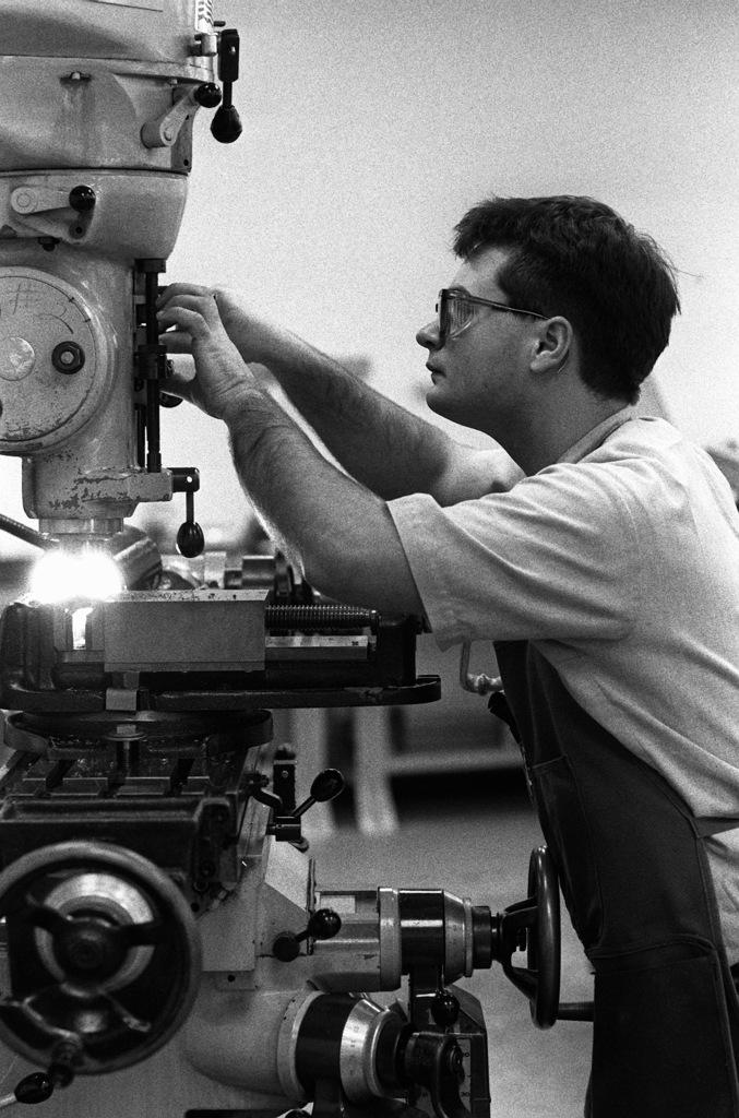 SEAMAN Recruit Chris Tyra adjusts the controls of a milling machine shop at the Opticalmen and Instrumentmen School