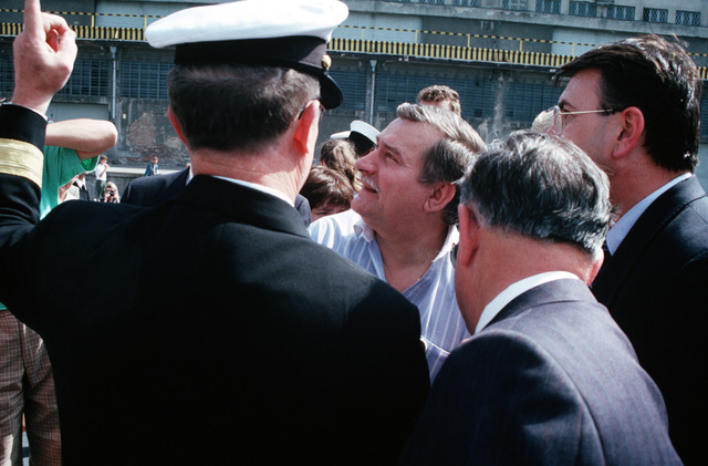 A U.S. Navy officer directs the attention of Poland's Solidarity leader Lech Walesa to one of two U.S. Navy ships visiting port. The guided missile cruiser USS HARRY E. YARNELL (CG-17) and the guided missile frigate USS KAUFFMAN (FFG-59) are visiting Poland in conjunction with BALTOPS '90, a NATO exercise in the Baltic Sea. Their port call represents the first visit by U.S. Navy vessels since 1927