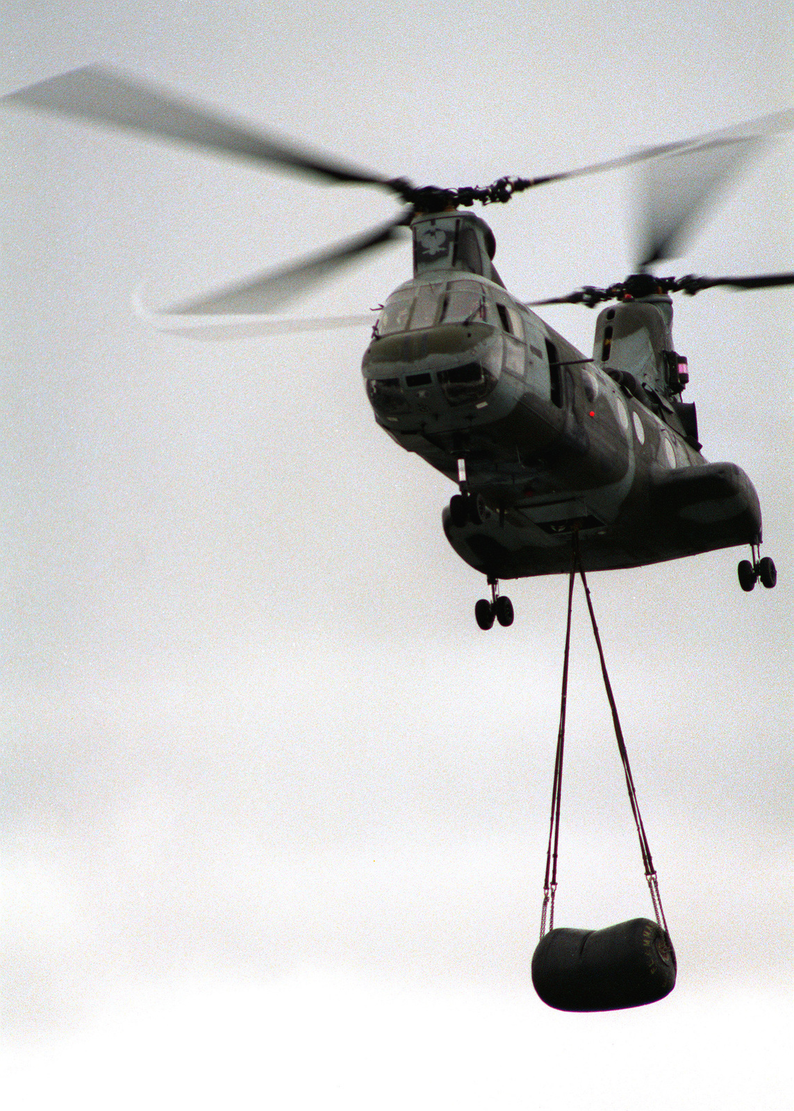 A Marine Medium Helicopter Squadron 162 (HMM-162) CH-46E Sea Knight helicopter arrives over the grounds of the U.S. Embassy carrying a fuel bladder during Operation Sharp Edge. An amphibious ready group is on station off the coast of Liberia to provide support for the embassy and evacuate civilians caught in Liberia's civil war
