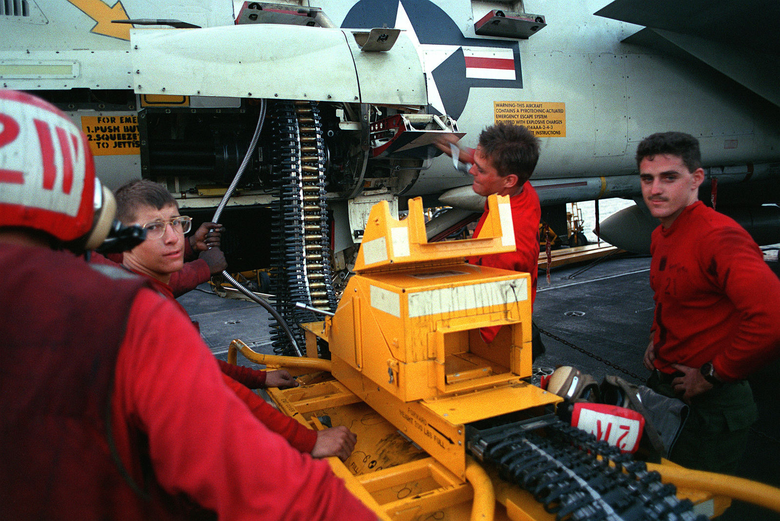Aviation ordnancemen from Fighter Squadron 21 (VF-21) use a linkless ammunition loading system (LALS) to load a 20mm cannon on an F-14A Tomcat aircraft aboard the aircraft carrier USS INDEPENDENCE (CV-62). The INDEPENDENCE is in the gulf as part of Operation Desert Shield