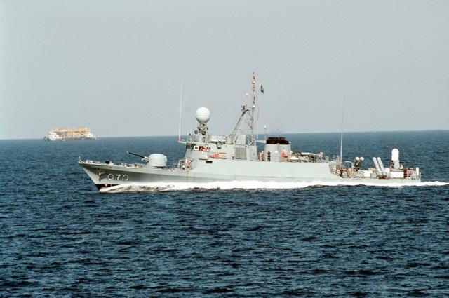 A starboard beam view of the Saudi Arabian fast attack craft Oqbah underway near Dhahran, Saudi Arabia
