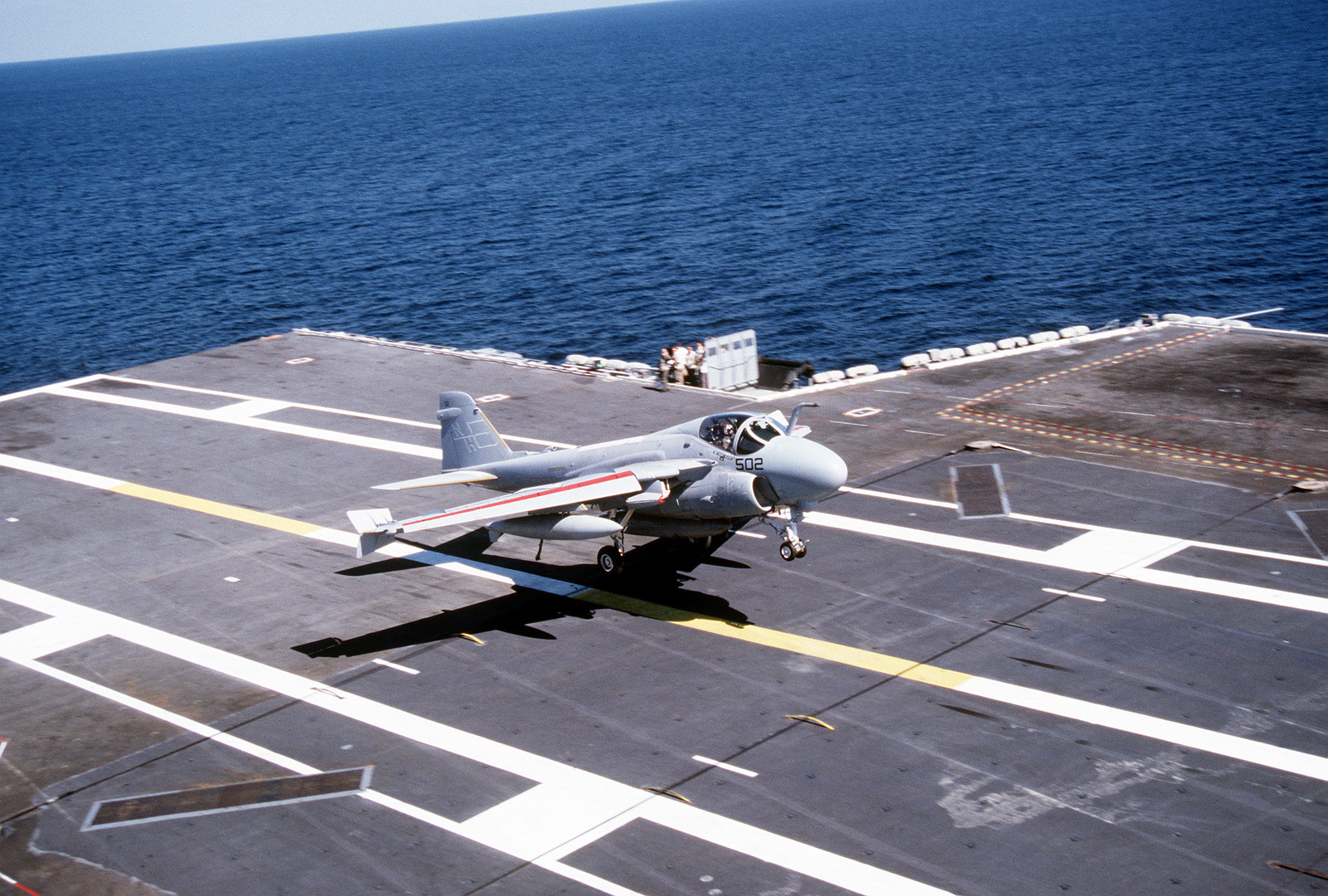 An Attack Squadron 95 (VA-95) A-6E Intruder aircraft comes in for a lands on the flight deck of the nuclear-powered aircraft carrier USS ABRAHAM LINCOLN (CVN-72)
