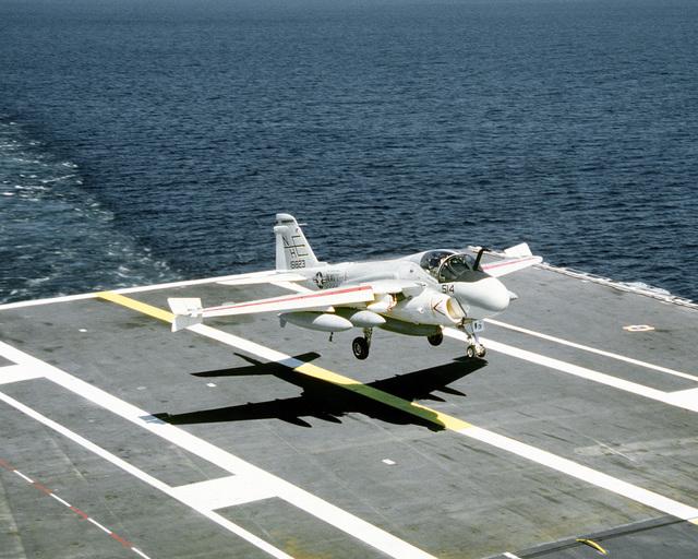 An Attack Squadron 95 (VA-95) KA-6D Intruder aircraft lands on the flight deck of the nuclear-powered aircraft carrier USS ABRAHAM LINCOLN (CVN-72)