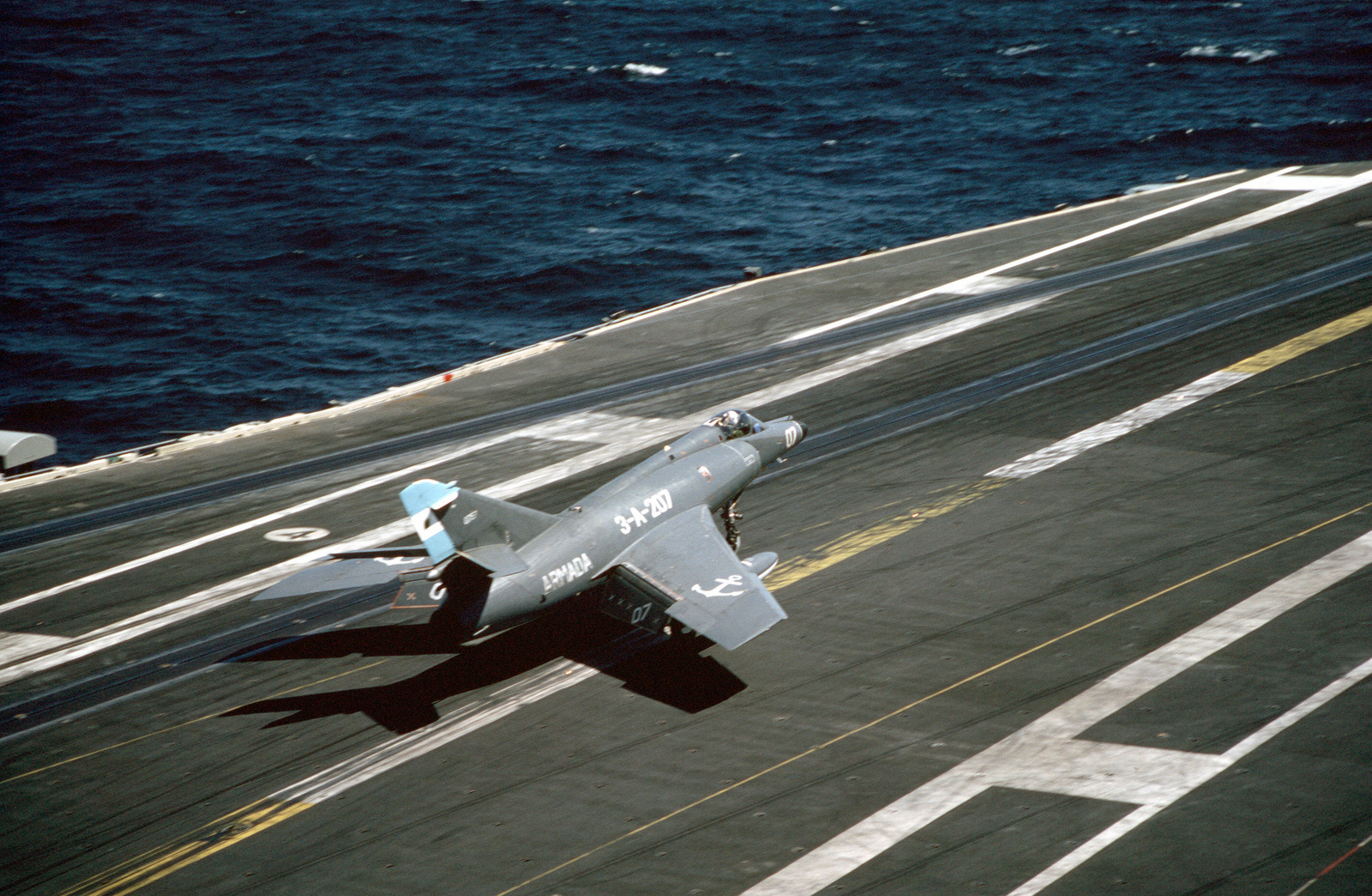 A Super Etendard aircraft of the Argentine navy briefly touches down on the flight deck of the nuclear-powered aircraft carrier USS ABRAHAM LINCOLN (CVN-72). The plane is taking part in touch-and-go landing aboard the LINCOLN during the vessel's circumnavigation of South America