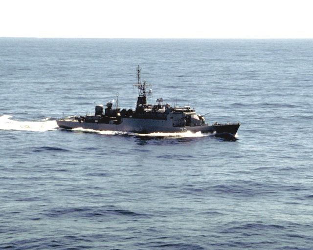 A starboard view of the Argentine destroyer ARA SARANDI (D-13) underway
