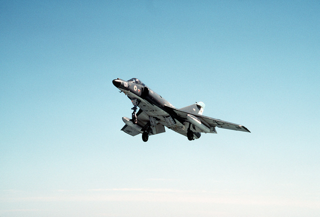 A Super Etendard aircraft of the Argentine navy approaches the flight deck of the nuclear-powered aircraft carrier USS ABRAHAM LINCOLN (CVN-72). The plane is taking part in touch-and-go landings aboard the Lincoln during the vessel's circumnavigation of South America
