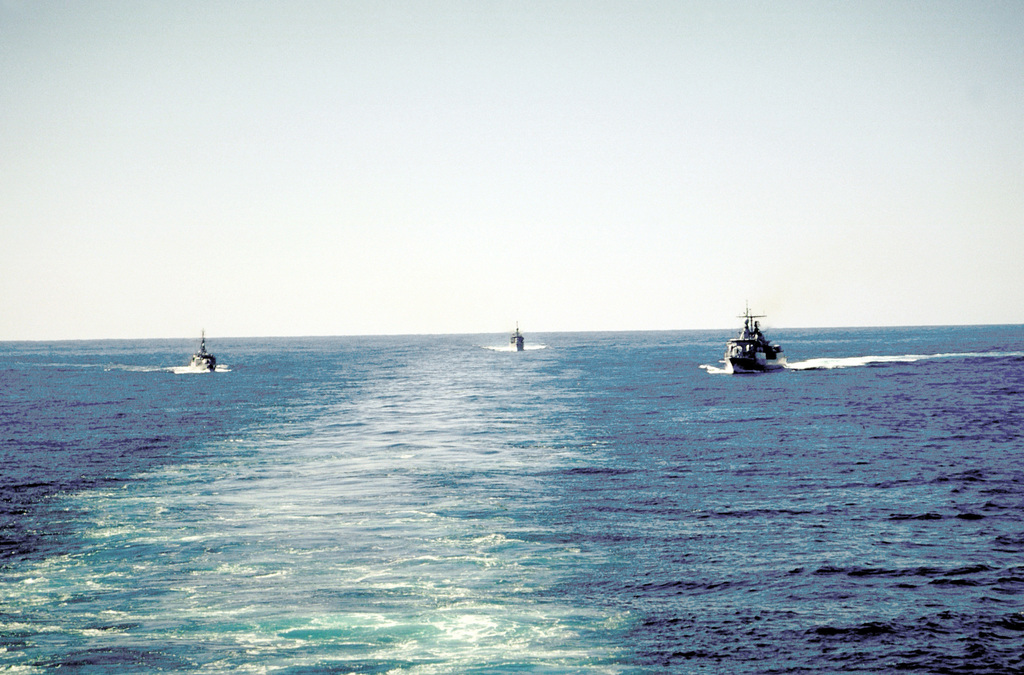 Three Argentine warships maneuver in the wake of the nuclear-powered aircraft carrier USS ABRAHAM LINCOLN (CVN-72). The ships are, from left, the frigate ARA GUERRICO (F-32), the frigate ARA PARKER (F-44) and the destroyer ARA SARANDI (D-13)
