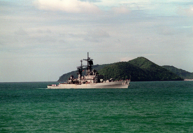 A starboard view of the guided missile cruiser USS ENGLAND (CG-22) off the coast of Phuket