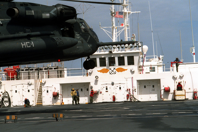 A Helicopter Combat Support Squadron 1 (HC-1) CH-53E Super Stallion helicopter prepares to land aboard the hospital ship USNS COMFORT (T-AH-20) while the vessel is deployed to the Persian Gulf during Operation Desert Storm