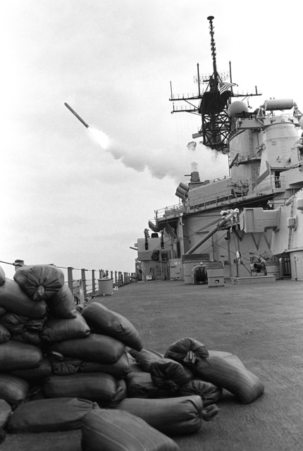 A BGM-109 Tomahawk land-attack missile (TLAM) is fired toward an Iraqi target from the battleship USS MISSOURI (BB-63) at the start of Operation Desert Storm