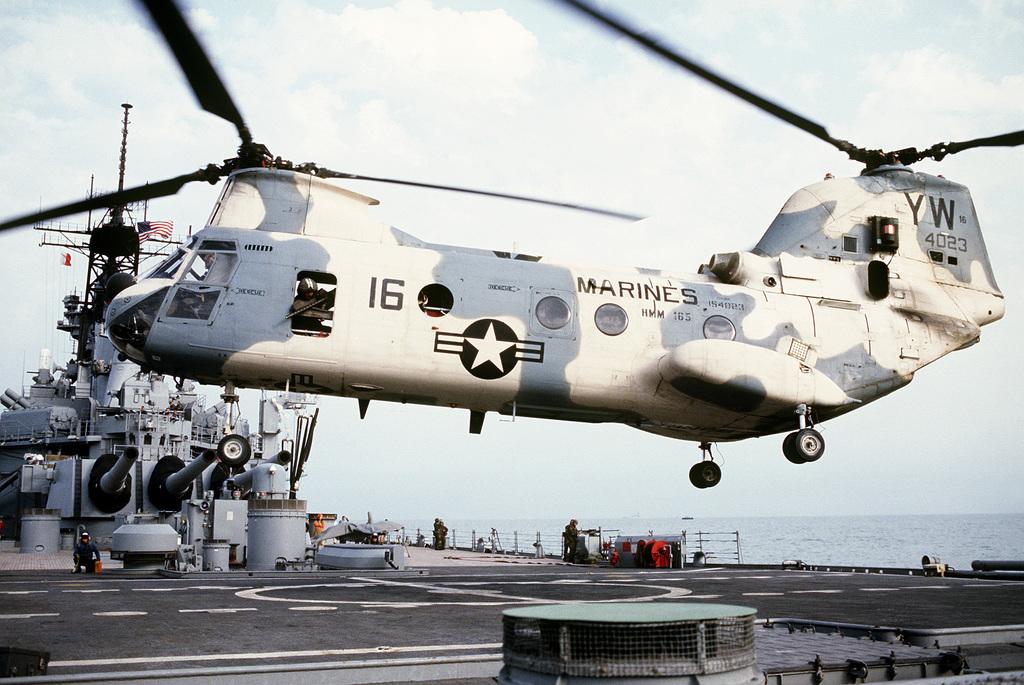 New Ray 1:55 CH-46E Sea Knight USMC HMM-165