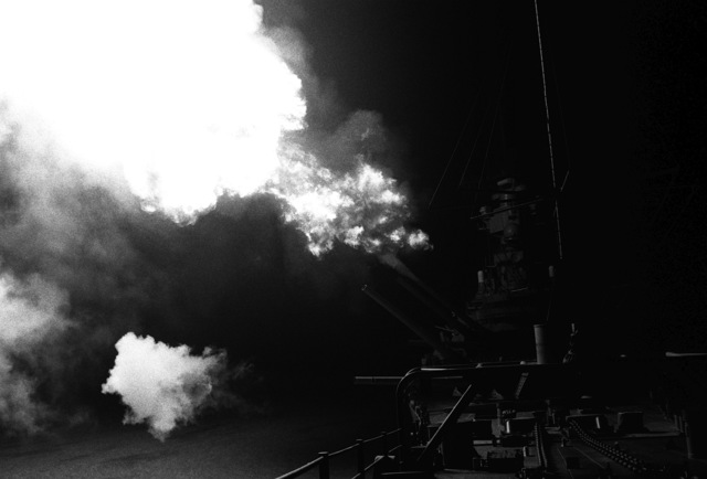 A Mark 7 16-inch/50 caliber gun is fired aboard the battleship USS MISSOURI (BB-63) as night shelling of Iraqi targets takes place along the northern Kuwaiti coast during Operation Desert Storm