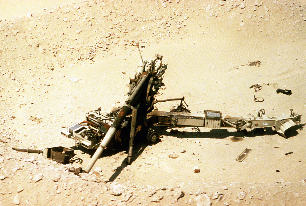 An abandoned Saudi Arabian 155mm G-5 howitzer lies stranded in the desert after Allied forces attacked the area during Operation Desert Storm