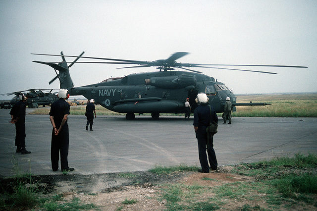 Ground crewmembers conduct a preflight check of a Helicopter Combat Support Squadron 4 (HC-4) CH-53E Super Stallion helicopter prior to a supply delivery during Operation Provide Comfort