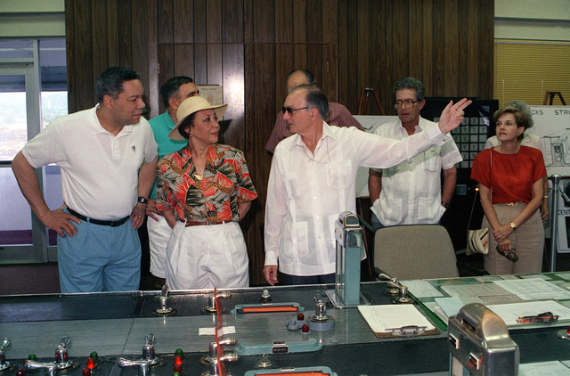 Gilberto Guardia, the first Panamanian administrator of the Panama Canal, discusses the waterway with GEN Colin Powell, chairman, Joint Chiefs of STAFF, and Powell's wife, Alma, as the two visit the Mira Flores Locks. Powell is in Panama as part of exercise Fuertes Caminos '91