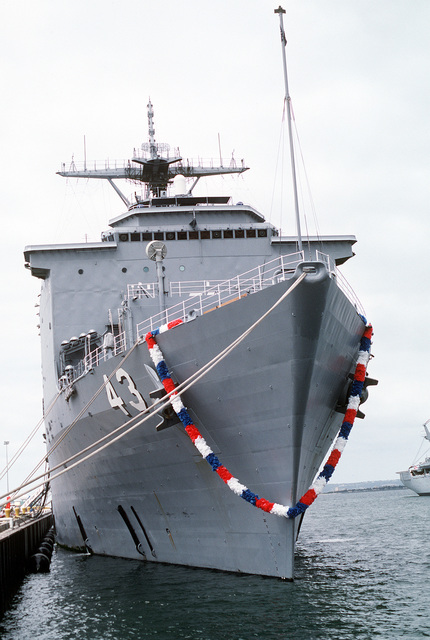 A red, white and blue garland hangs from the bow of the dock landing ship USS FORT MCHENRY (LSD-43) as the ship lies tied up at the pier. The FORT MCHENRY has returned to San Diego following its deployment to the Persian Gulf region for Operation Desert Shield and Operation Desert Storm