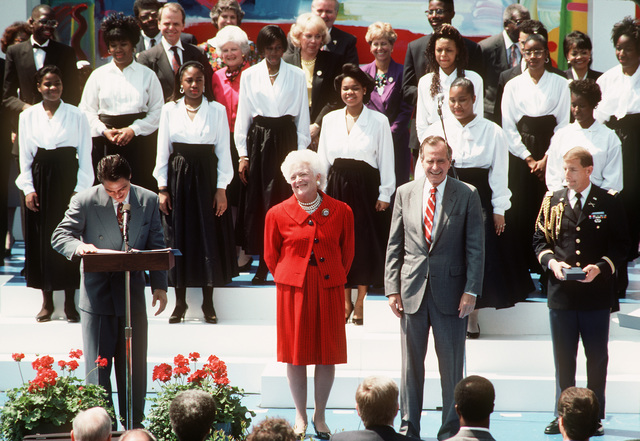 Actor Tony Danza announces the names of the Presidential Volunteer Award recipients as President George H. W. Bush and Barbara Bush stand by during a ceremony on the White House lawn
