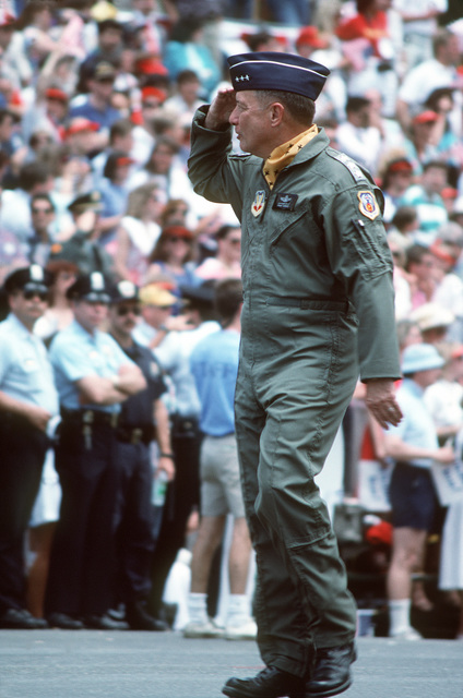 LT. GEN. Chuck Horner, leading U.S. Air Force personnel, salutes President George Bush during the National Victory Celebration parade honoring the coalition forces of Desert Storm