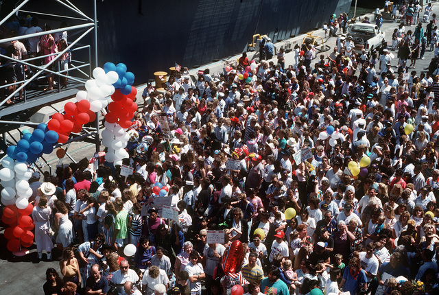 Family members and friends stand in line on the pier to go aboard the amphibious transport dock USS VANCOUVER (LPD-2). The VANCOUVER has returned to San Diego following its deployment to the Persian Gulf region for Operation Desert Shield and Operation Desert Storm. The VANCOUVER also took part in Operation Sea Angel, which provided aid to cyclone victims in Bangladesh
