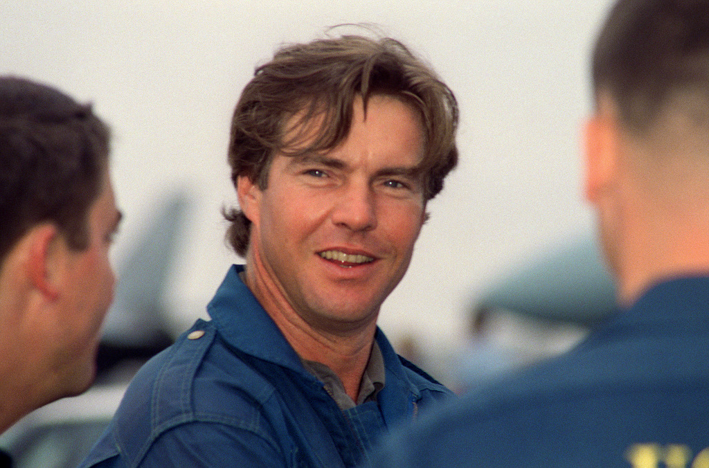 Actor Dennis Quaid prepares for a VIP flight with the US Navy (USN) Blue Angels